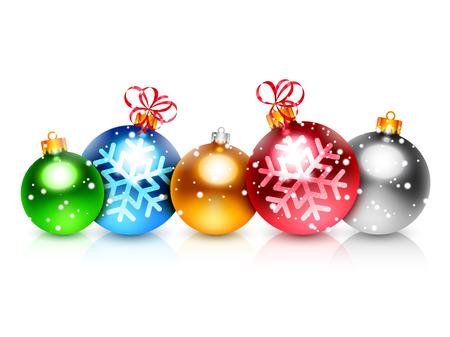 esfera: Conjunto de 5 bolas de navidad de colores sobre fondo blanco