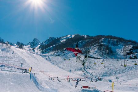 2017 04 Festival NewStarCamp: el snowboarder salta de un trampolín alto
