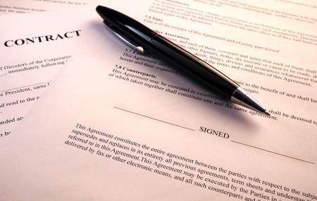 contratos: la pluma en el contrato