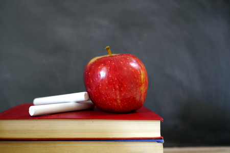 apfel: red apple and chalk on school books