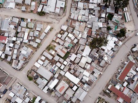 Luftaufnahme über südafrikanisches Township