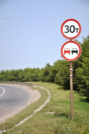 overtaking: Road sign at the corner.
