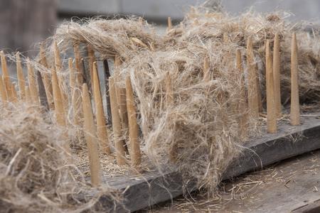 亜麻の繊維を処理する古い、伝統的なツール