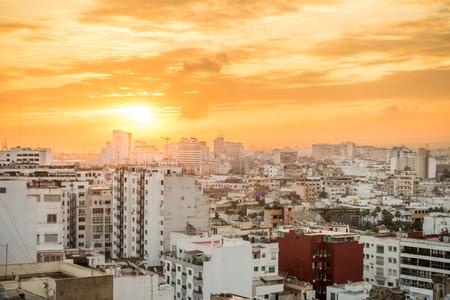 カサブランカ、モロッコ、アフリカの黄金の日の出。 写真素材