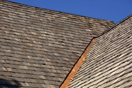 new wood shingle roof with copper gutter, wood shingles on a roof top of an old hut in bavaria Banco de Imagens