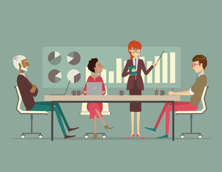 sala de reuniones: Un grupo de compa�eros de trabajo se reunieron alrededor de una mesa de conferencias para escuchar una presentaci�n de un hombre de negocios. Vectores