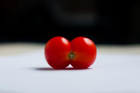 甘いトマト 2 つに 1 つ