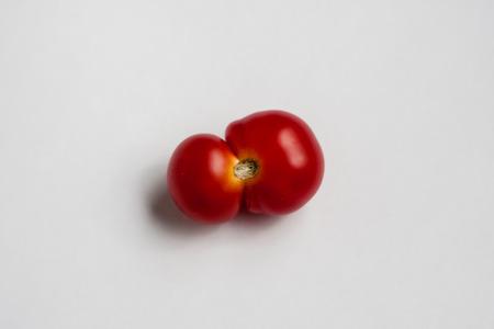 歪んだ甘いトマト