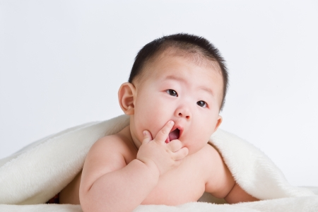 ignorant: Baby bed chew on fingers
