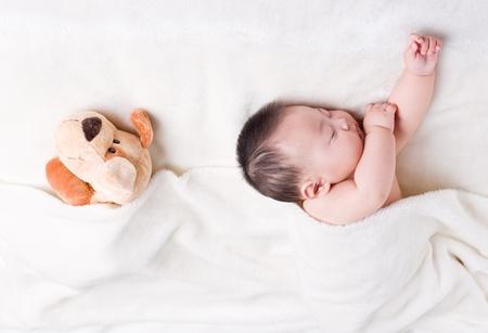 Baby sleeping next to his favorite toy  免版税图像