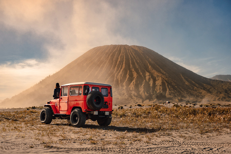 4x4 car service for tourist on desert at Bromo Mountain, Mount Bromo is one of the most visited tourist attractions in Java, Indonesia Stockfoto