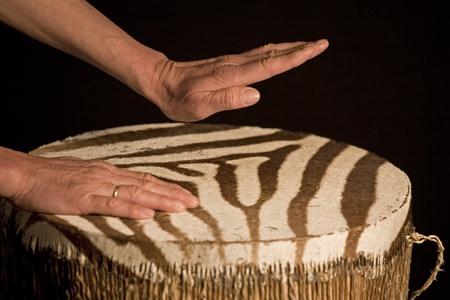 musicoterapia: battendo il tamburo