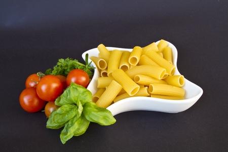 Tortiglioni - bekannte und beliebte italienische Pastanudel photo