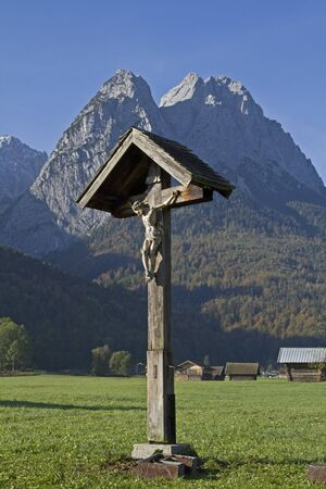 piety: Wooden cross at the feet of Wetterstein mountains