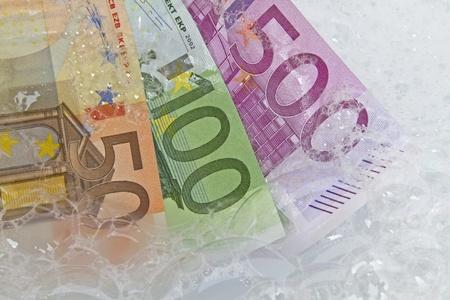 dinero falso: lavado de dinero