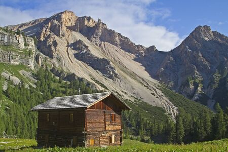Idyllic hay hut in the Dolomites Stock Photo - 11627201