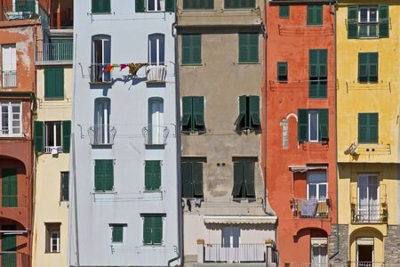 mediterranean houses: colourful houses in Portovenere