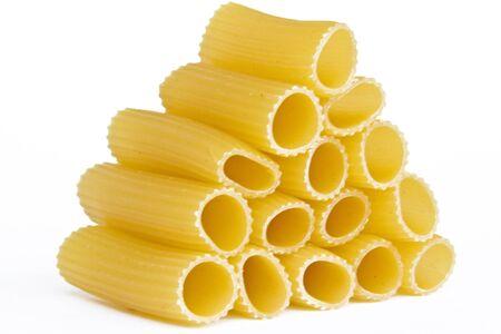 piramide alimenticia: Tortiglioni - Pastas alimenticias tubo grueso es una especialidad italiana Foto de archivo