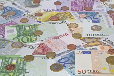 billets euros: Image de fond - beaucoup de billets en euros et diff�rents, pi�ces de monnaie