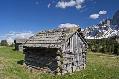 frhling: Idyllic hay hut in the Dolomites