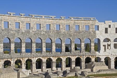 roman amphitheatre: Detalles del anfiteatro romano de Pula
