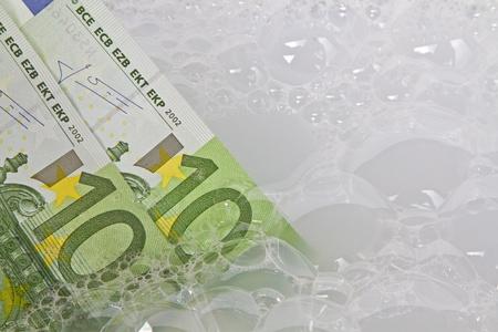 dinero falso: el lavado de dinero
