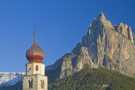 st valentine: La iglesia id�lico de San Valent�n en el Tirol del Sur