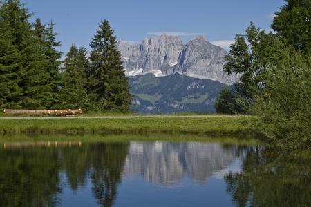 kaiser: Cyclists enjoying views of the Wilder Kaiser