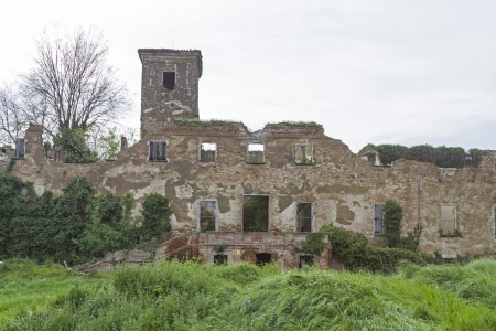 historically: An old 15th Originating century building that more and more the decay is revealed
