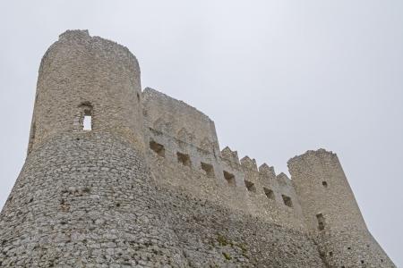 bustle: Rocca di Calascio in Abruzzo