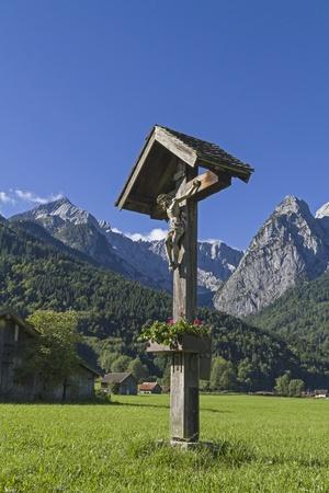 wayside: Idyllic wayside cross in Wetterstein mountains