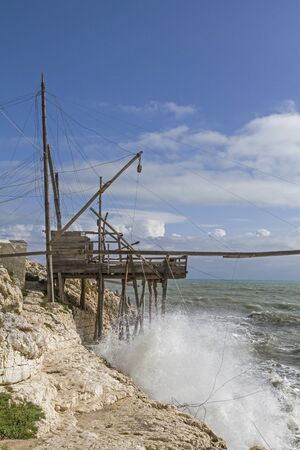 foggia: Trabucco - traditional fishing Apperat is mostly to be found on the wild coast of Gargano