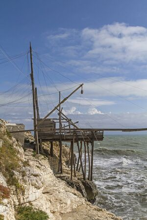 foggia: Trabucco - traditional fishing Apperat is mostly found on the wild coast of Gargano