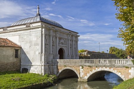 treviso: Entrance to Treviso - gate with bridge and ditch