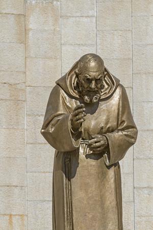 pio: Statue of Saint Padre Pio in San Giovanni Rotondo