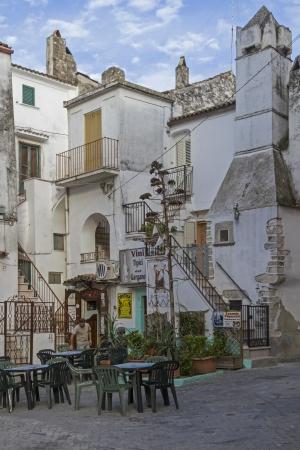 rodi garganico: Idyllic alley in Rodi Garganico in Puglia Editorial