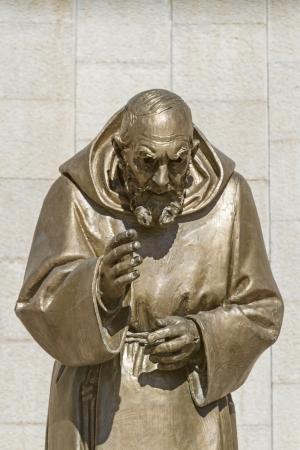 pio: statue of Pater Pio
