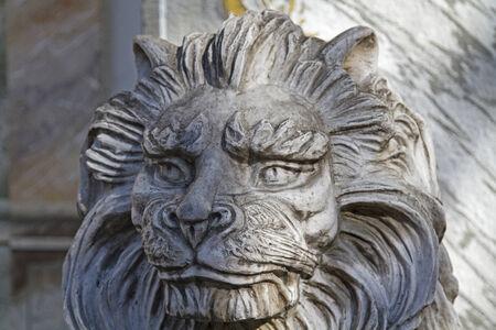 leu: Close-up di un ritratto leone in pietra