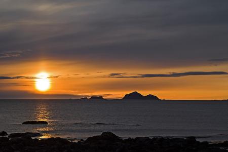 Midnight sun on the Norwegian Atlantic coast Archivio Fotografico