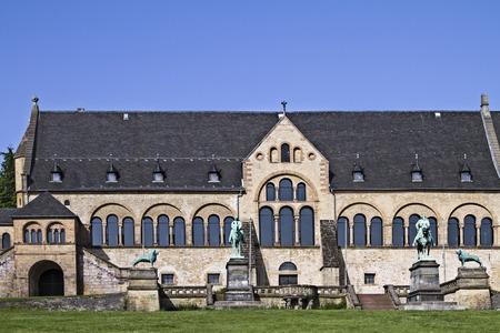 medioevo: La casa imperiale di Goslar � il pi� grande, il pi� antico e meglio conservato edificio secolare del Medioevo in Germania