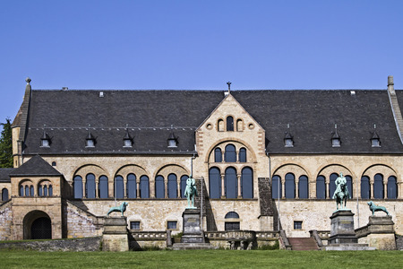 secular: The imperial house in Goslar is the largest, oldest and best-preserved secular building of the Middle Ages in Germany