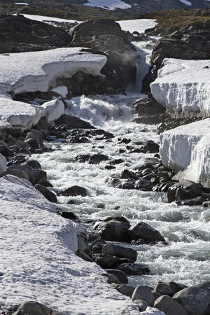 exempt: Spring in Leirdalen - the rivers and streams exempt slowly from ice and snow