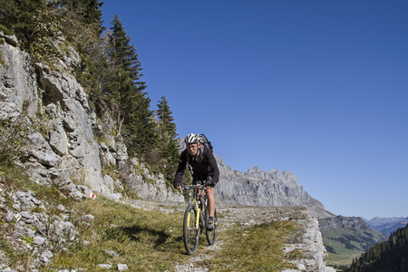 glarus: Trial mountain bike trip from Klausen Pass to Glarus