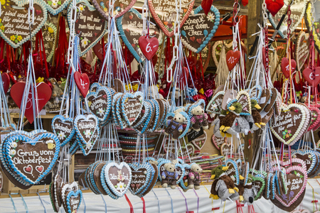 dult: Gingerbread heart from the Octoberfest - a popular souvenir for young and old Stock Photo