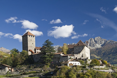 donjon: The Tyrol Castle in Burggrafenamt near Merano was the family seat of the Counts of Tyrol Editorial
