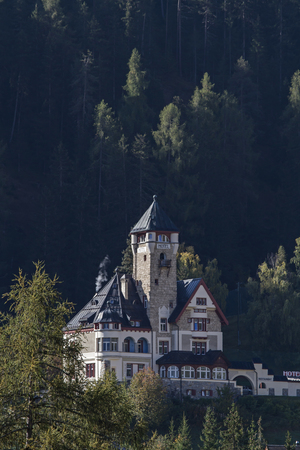 Villa Engiadina - noble Unterkunft Jugendherberge in Scuol-Vulpera im Engadin
