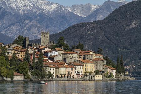 lake como: Rezzonico - idyllische vissersdorpje gelegen aan het Comomeer Redactioneel