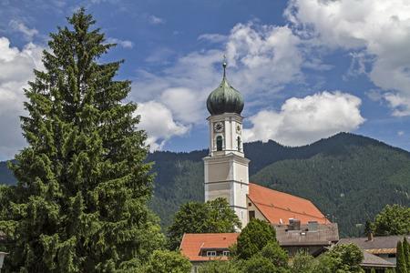 Saint-Pierre et Paul, l'église de la paroisse catholique de Oberammergau a été construite dans le style baroque Banque d'images - 42506594