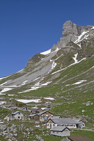 In the ascent to the Klausen Pass, you pass this small mountain pasture Imagens