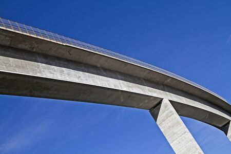 bridging: Detail of a valley traversing concrete bridge